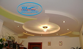 Suspended plasterboard ceilings with rounded forms of gypsum board in the living room.