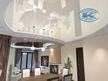 Триизмерен интериорен проект на трапезария и хол с окачени тавани и опънати тавани.